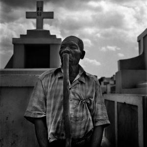 dialogo tra un uomo inconsapevole e il guardiano del cimitero di Saint Marc
