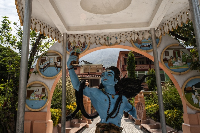India, HARIDWAR: Madre, mi è morto il telefono...