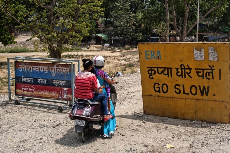 India, NUOVA DELHI: Delhi, oggi non faccio in tempo, ci vediamo un'altra volta. Ti chiamo io, ok?