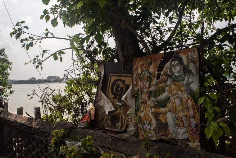 INDIA: Il cielo sopra l'India era del colore di uno schermo televisivo sintonizzato su un canale morto (scusa Gibson)