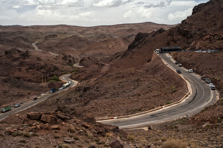 Marocco, AGADIR - OUARZAZATE: Ma cos.. oooh un autoarticolato bloccato su un tornante...