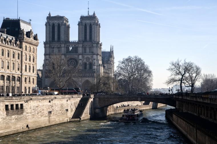Francia, PARIGI: Bruciano i miei ricordi...